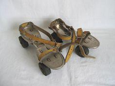 Les Patins à roulettes ajustables...gamelles et couronnes aux genoux garanties!