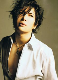 Gackt? Yes, pls. (Yes.. I admit it. just has that bedroom look)