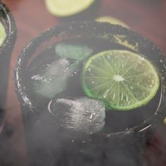 drinks These Black Magic Margaritas from are the perfect boozy halloween party drink. Halloween Cocktails, Halloween Snacks, Spooky Halloween, Comida De Halloween Ideas, Halloween Dinner, Halloween Party Decor, Holidays Halloween, Disney Cocktails, Adult Halloween