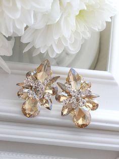 Romantic Dinners, Pearl Earrings, Brooch, Pearls, Jewelry, Neck Chain, Wristlets, Pearl Studs, Jewlery