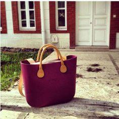 Une surprise vous attend peut être sur le pas de votre porte...l'instant… It Bag, Fashion Bags, Fashion Women, Bago, Clock, Sun, Handbags, Purses, My Style