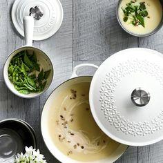 Le Creuset Signature Cast-Iron Fleur Round Dutch Oven