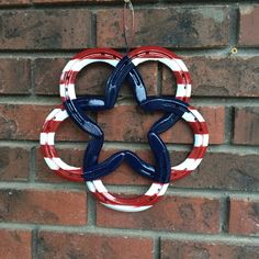 Patriotic horseshoe decor - Made by Jerry. #Horseshoecraftsideas Welding Art, Metal Art, Metal Yard Art, Welded Art