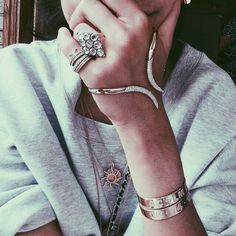 pinterest//hateuandurbrows  #bijoux #colliers #braceletsfantaisie #cadeauxbijoux #paris