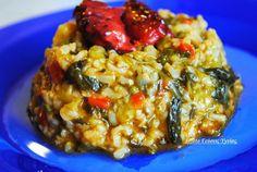 Ένα φαγητό υψηλής διατροφικής αξίας , πεντανόστιμο και εύκολο , τι άλλο θέλουμε; Υλικά: 1 1/2 φλιτζάνι καστανό ρύζι , μουλιασμένο σε νερό για 2 ώρες 1/2 κιλό σπανάκι καλά πλυμένο 2 κολοκυθάκια κομμένα σε κύβους 1 πιπεριά Φλωρίνης κομμένη σε κύβους 1/2 ματσάκι άνηθο 1 μεγάλο ξερό κρεμμύδι ψιλοκομμένο 1 κουταλιά της σούπας ντοματοπελτέ… Diabetic Recipes, Healthy Recipes, Delicious Recipes, Healthy Food, Greek Recipes, Risotto, Side Dishes, Yummy Food, Pasta