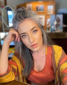 Grey Hair Don't Care, Long Gray Hair, Silver Grey Hair, White Hair, Medium Hair Styles, Natural Hair Styles, Short Hair Styles, Grey Hair Looks, Grey Hair Transformation