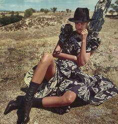 Photography: Jonathan Segade. Styled by: Julia Martinez. Hair: Manu Fernandez. Makeup:Jose Belmonte. Model:Gara Arias.