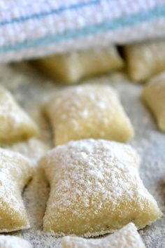Gnocchi This is the ultimate Italian comfort food - *these were deliciously creamy, fun to make, and dirt cheap!This is the ultimate Italian comfort food - *these were deliciously creamy, fun to make, and dirt cheap! Italian Dishes, Italian Recipes, Italian Desserts, Italian Cookies, Great Recipes, Favorite Recipes, Delicious Desserts, Yummy Food, Ravioli
