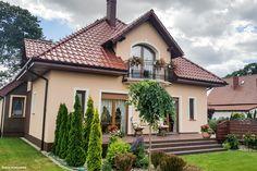 Bungalow Exterior, Bungalow House Design, Beautiful House Plans, Beautiful Homes, Pintura Exterior, Kerala House Design, Kerala Houses, Simple House Design, Home Fashion