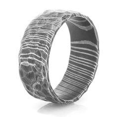 Men's Rock-Style Acid Finish Damascus Steel Ring, Damascus Rings - Titanium-Buzz.com
