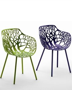Aluminium #garden chair with armrests FOREST by FAST | #design Francesca Petricich, Robby Cantarutti #outdoor #colour