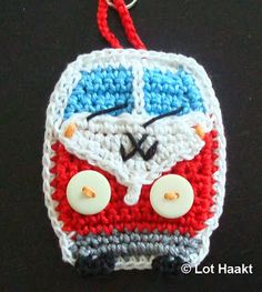 Crochet VW Camper Keyring. With inspitation of a pattern for an application from One & Two Company: http://www.oneandtwocompany.com/
