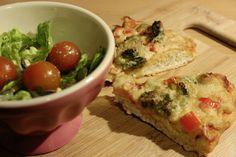 Zum Abendessen hatte Johanna Lust auf Pizza, dazu etwas Grün in Form eines kleinen Salates.