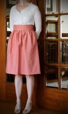 High waisted gathered skirt. Love the pattern and the color.