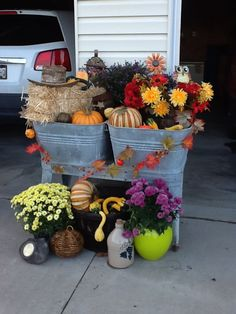 vintage washtub fall decor with pumpkins, gourds, mums, mini straw bale and a few odds n ends!  Love the washtub as a staple...changing it up each season is so fun! Small Porch Decorating, Holiday Decorating, Fall Containers, Wash Tubs, Fall Planters, Fall Arrangements, Fall Projects, Fall Flowers, Fall Home Decor