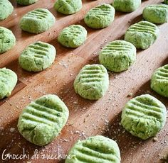 Gnocchi with zucchinni & potatoes - Recipe early summer dishes - The House of Flavors Gnocchi Recipes, Pasta Recipes, Popular Italian Food, Easy Cooking, Cooking Recipes, Gnocchi Pasta, Ravioli, Italian Food Restaurant, Homemade Pasta