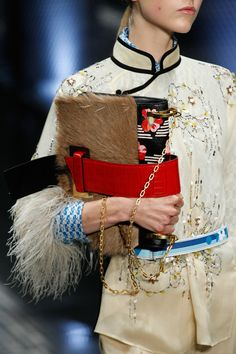 Prada Spring 2017 Ready-to-Wear Fashion Show Details