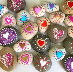 Love Painting Rock for Valentine Decorations Ideas Easy Flower Painting, Rock Painting Ideas Easy, Rock Painting Designs, Heart Painting, Pebble Painting, Dot Painting, Pebble Art, Stone Painting, Mandala Painting