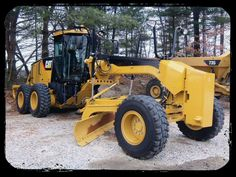 The construction equipment of the week : The grader http://www.machineryzone.eu/used/motor-grader/1/3368/caterpillar.html Here's a picture a caterpillar grader