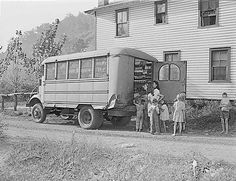 Traveling grocery store in Harlan, Kentucky, circa bringing groceries to rural customers less likely to visit the main stores in town. Harlan Kentucky, My Old Kentucky Home, Appalachian People, Appalachian Mountains, Appalachian Trail, Old Pictures, Old Photos, Vintage Photos, Harlan County