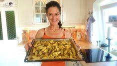 Hallo ihr Lieben!  Im heutigen Kurzvideo zeige ich euch, was mein Mann und ich momentan mindestens 3 Mal die Woche zu Abend essen. Es geht so schnell, schmeckt so gut und ist aus dem eigenen Garten. Erdäpfelspalten mit Kokosöl und Kräutern im Ofen gebacken. Dazu gibt´s z. B. Rohnensalat (rote Rüben) und auch mal ein Bier… #rezept #video #potato #wedges #blogger #blog #austrianfood #austria #kärnten #lana #kochen #backen #anleitung