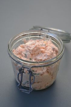 Easy salmon rillettes - lifestyle cuisine - At aperitif time, the salmon rillettes on a slice of toast always work. Some brands are very good b - Easy Salad Recipes, Easy Salads, Salmon Recipes, Appetizer Recipes, Dinner Recipes, Breakfast For Dinner, Breakfast Recipes, Grilling Recipes, Meat Recipes