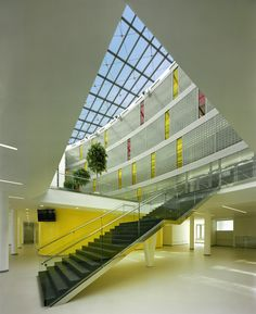 Making full use of light transmission while adding a pop of color with outside materials! Glass Block is great for separation of space, light transmission and adding that perfect design element! Glass Block Windows, Glass Blocks, Interior Architecture, Interior Design, Color Pop, Multi Story Building, Stairs, Czech Republic, House