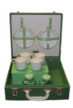I'd love to picnic in Greenwich Park with this! - Vintage 1940s Brexton Green Polka Dot Afternoon Tea Picnic Set