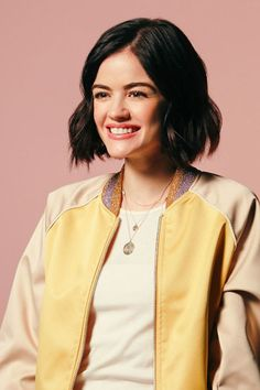 Lucy Hale bts of her Aimee Nicolas shoot for CWs Life Sentence Shawn Mendes, Celebrity Hairstyles, Bob Hairstyles, Gigi Hadid, Billie Eilish, Lucy Hale Blonde, Selfies, Pretty Little Liars Aria, Lucy Hale Style
