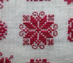 Workshop for historical embroidery designs: Advent special – door - Stickerei Ideen Cross Stitch Geometric, Cross Stitch Borders, Mini Cross Stitch, Cross Stitch Designs, Cross Stitching, Cross Stitch Patterns, Hardanger Embroidery, Hand Embroidery Patterns, Cross Stitch Embroidery