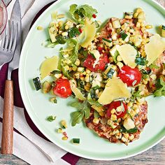 We're cooking some of Rachael Ray's favorite family-style Italian dishes including lots of cheesy pastas, hearty salads, savory sammies and dishes that are fun and easy to cook for a crowd. Buon appetito!