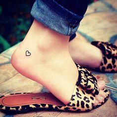 Een hartje is een veelgevraagde tattoo en toch blijft het origineel. Je kan er namelijk alle kanten mee uit, en wij zochten voor jullie het bewijs. Hier zijn 19 voorbeeldjes waardoor je meteen ook een hartvormige tattoo wil.