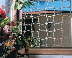 Image result for grades de ferro em arabesco Outdoor Structures, Plants, Painting, Iron Railings, Design, Blog, Arquitetura, Arabesque, Doors