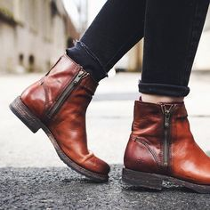 Blogger @luanna90 recently flaunted FOUR of our boots around Washington DC—we love this shot of the Veronica Seam Short. See the full photo diary on @thecut. #InMyFRYE