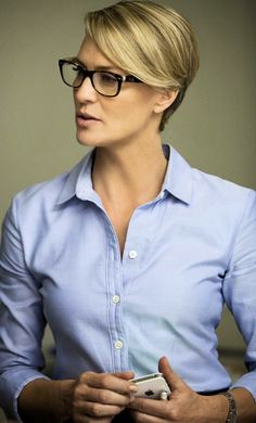 Robin Wright as Claire Underwood - 2013 - House of Cards - Netflix sophisticated woman