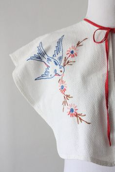 detail: vintage 1950s embroidered bird capelet