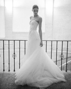 """2,181 mentions J'aime, 10 commentaires - Monique Lhuillier Bride (@moniquelhuillierbride) sur Instagram : """"Dream Gown  #moniquelhuillier #mlbride #mlfall18bridal #wedding #bride #bridal #princeton …"""""""