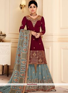 Shop bollywood diva shamita shetty style maroon georgette sharara suit online which is crafted from georgette fabric with exclusive embroidery, zari and stone work. This trendy sharara suit comes with georgette bottom and georgette dupatta. Pakistani Suits, Pakistani Dresses, Indian Dresses, Punjabi Suits, Eid Dresses, Indian Clothes, Indian Outfits, Fashion Dresses, Sharara Suit