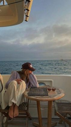 Sky Aesthetic, Summer Aesthetic, Poses For Pictures, Beach Pictures, Ocean Photography, Photography Poses, Boat Pics, Beach Friends, European Summer