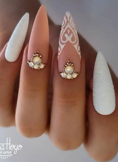 Do you want to try more bold and edgy nails? Then fine stiletto nails are your best choice. Check these amazing nail galleries together Edgy Nails, Stylish Nails, Bling Nails, Swag Nails, Cute Nails, Bridal Nails, Wedding Nails, Winter Nail Designs, Nail Art Designs
