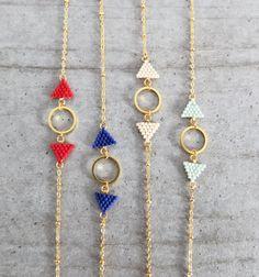 Graphic bracelet, handmade with japanese delica Miyuki, glass beads, gold plated findings Diy Jewelry, Beaded Jewelry, Jewelery, Handmade Jewelry, Jewelry Design, Jewelry Making, Beaded Earrings, Beaded Bracelets, Diamond Bracelets