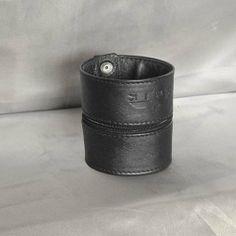 Wrist Wallet - Zipped