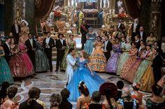 Cinderella 2015 - director Kenneth Branagh, costume designer: Sandy Powell. Estante da Sala.