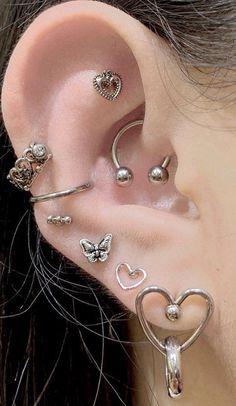 Ear Jewelry, Cute Jewelry, Body Jewelry, Jewelery, Jewelry Accessories, Pretty Ear Piercings, Ears Piercing, Different Ear Piercings, Grunge Jewelry