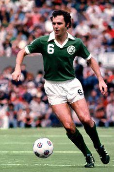 Franz Beckenbaur of New York Cosmos in Steven Gerrard, Good Soccer Players, Football Players, Football Soccer, Football Shirts, Premier League, New York Cosmos, Kaiser, Retro