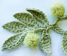 Bijoux au crochet, 30 modèles inspirés par l'air du temps. Jane Quillerat - Ed. Fleurus, Paris.  http://www.fleuruseditions.com/bijoux-crochet-l6198