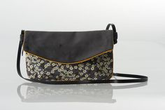 Worn by hand in the style of a maxi-pouch, on the shoulder or in the b . Black And White Purses, Diy Sac, Leather Pouch, Handmade Bags, Small Bags, Clutch Bag, Purses And Bags, Shopping Bag, Shoulder Bag