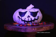 This is Halloween Jack Skellington Pumpkin, Cookies, Bricolage Halloween, Tutorials, Bakken, Dekoration, Ideas, Crack Crackers, Cookie Recipes