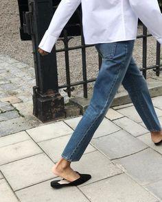 Boxy white blouse, mom jeans, black mules