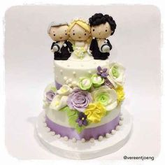A Sherlock wedding cake!!! All fandom members should check this article out! | 19 Spectacularly Nerdy Wedding Cakes